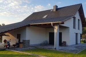 Dom z zewnątrz 35